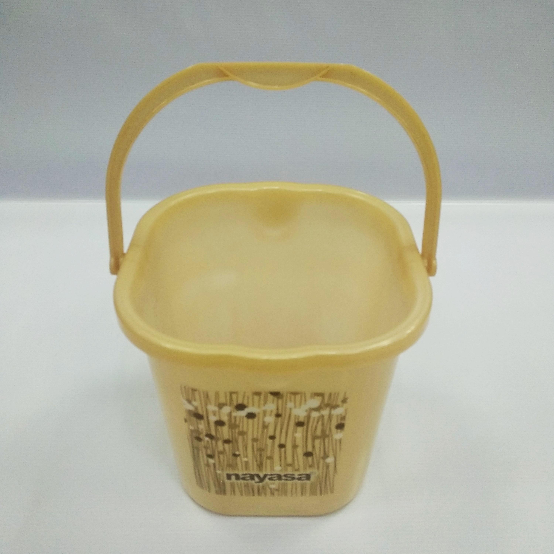 ca9c2448e7387 Buckets and Mugs